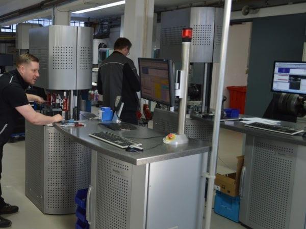 Resonanzprüfsysteme im SincoTec Prüflabor